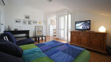 Ždrelac, Living room in the apartment, dostupna klima.