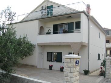 Brodarica, Šibenik, Obiekt 11262 - Apartamenty z kamienistą plażą.