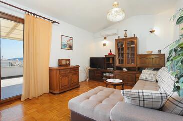 Seget Vranjica, Obývací pokoj v ubytování typu apartment, s klimatizací, domácí mazlíčci povoleni a WiFi.