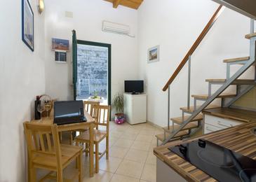 Split, Dining room in the apartment, dostupna klima i WIFI.