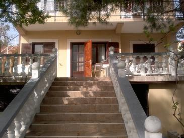 Martinšćica, Cres, Property 11279 - Apartments near sea with pebble beach.