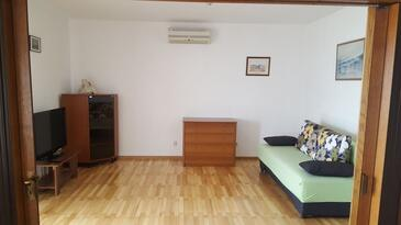 Slatine, Dnevna soba v nastanitvi vrste apartment, dostopna klima in WiFi.