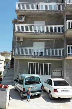 Podstrana, Split, Property 11281 - Apartments with pebble beach.