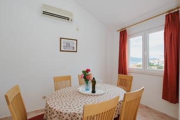 Mastrinka, Dining room in the apartment, air condition available and WiFi.