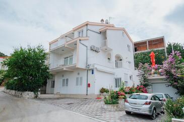 Mastrinka, Čiovo, Hébergement 11283 - Appartement avec une plage de galets.