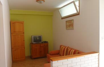 Tisno, Living room in the apartment, dostupna klima, dopusteni kucni ljubimci i WIFI.