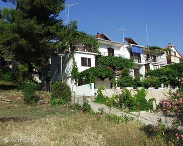 Jelsa, Hvar, Property 113 - Rooms near sea with pebble beach.
