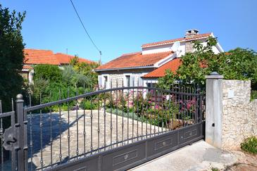 Splitska, Brač, Property 11300 - Apartments by the sea.