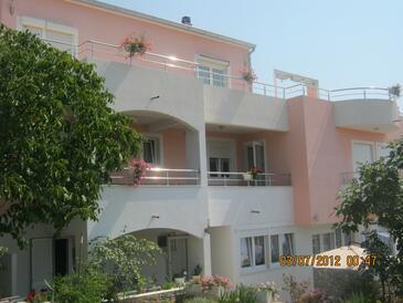 Tisno, Murter, Объект 11313 - Апартаменты с галечным пляжем.