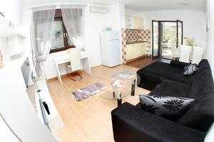 Apartmány s parkovištěm Trogir - 11316