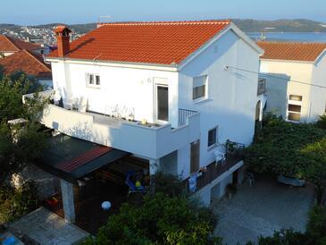 Trogir, Trogir, Объект 11316 - Апартаменты с галечным пляжем.