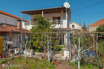Jelsa, Hvar, Propiedad 11319 - Apartamentos near sea with pebble beach.