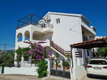 Arbanija, Čiovo, Property 11321 - Apartments near sea with pebble beach.