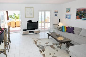Stanići, Living room 1 in the house, dostupna klima i WIFI.