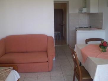 Gradac, Jídelna v ubytování typu apartment, s klimatizací a WiFi.