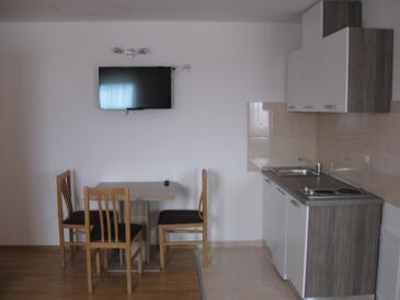 Smoljanac, Dining room in the studio-apartment, WIFI.