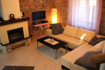 Gluići, Obývací pokoj 1 v ubytování typu house, s klimatizací a WiFi.