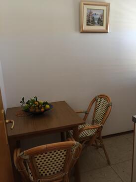 Slatine, Salle à manger dans l'hébergement en type apartment, WiFi.