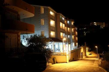 Nemira, Omiš, Property 11340 - Rooms near sea with pebble beach.