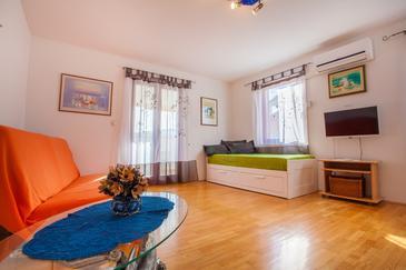 Cres, Obývacia izba v ubytovacej jednotke apartment, dostupna klima i WIFI.