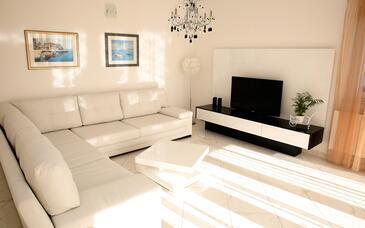 Vodice, Living room in the house, dopusteni kucni ljubimci i WIFI.