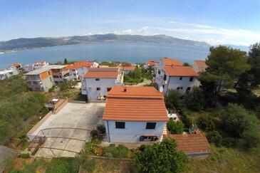 Slatine, Čiovo, Obiekt 1135 - Apartamenty przy morzu ze żwirową plażą.