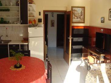 Jadrija, Dining room in the apartment, air condition available and WiFi.