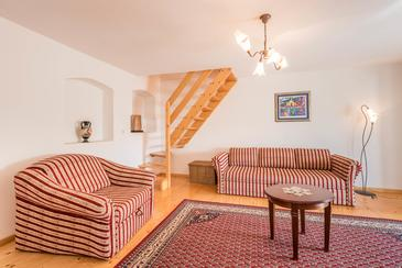 Donji Humac, Living room in the house, air condition available, (pet friendly) and WiFi.