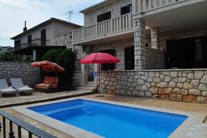 Apartmány u moře s bazénem Supetar (Brač) - 11360