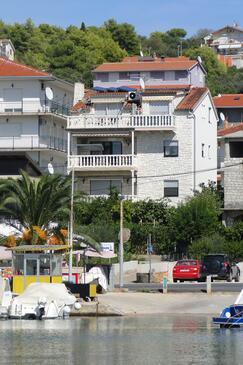 Okrug Gornji, Čiovo, Property 11374 - Apartments near sea with pebble beach.