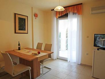 Banjol, Dining room in the apartment, dostupna klima, dopusteni kucni ljubimci i WIFI.