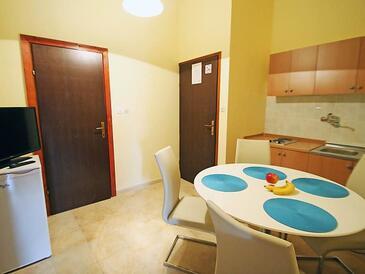 Banjol, Dining room in the apartment, dostupna klima, dopusteni kucni ljubimci i WIFI.
