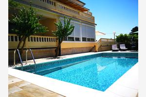 Apartments with a swimming pool Banjol (Rab) - 11382