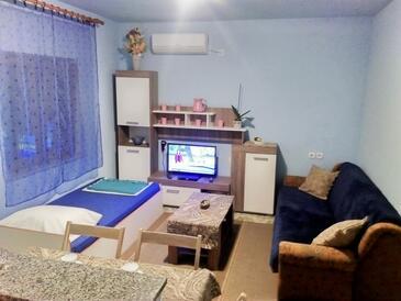 Maslenica, Obývací pokoj v ubytování typu apartment, s klimatizací, domácí mazlíčci povoleni a WiFi.