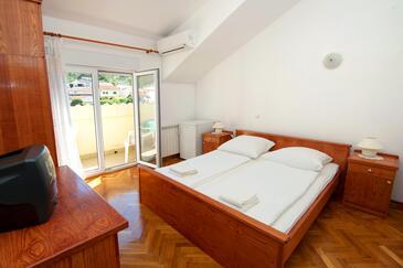 Slatine, Ložnice 1 v ubytování typu room, s klimatizací a WiFi.