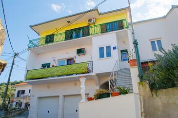Trogir, Trogir, Objekt 11409 - Apartmani sa šljunčanom plažom.