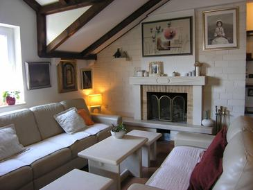 Postira, Living room in the apartment, air condition available, (pet friendly) and WiFi.