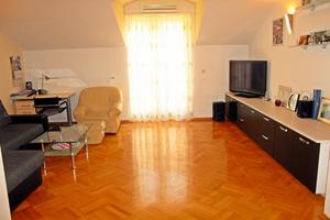 Apartmány s parkovištěm Dugi Rat (Omiš) - 11443