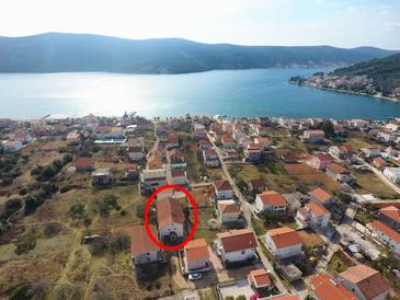 Poljica, Trogir, Property 11454 - Apartments with pebble beach.