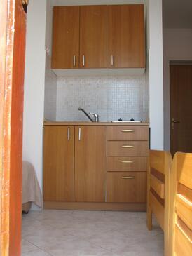 Privlaka, Kitchen in the studio-apartment, WIFI.