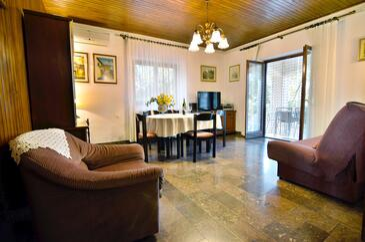 Selca, Obývací pokoj v ubytování typu house, s klimatizací a WiFi.