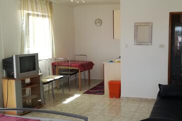 Barbat, Dining room in the studio-apartment, WiFi.