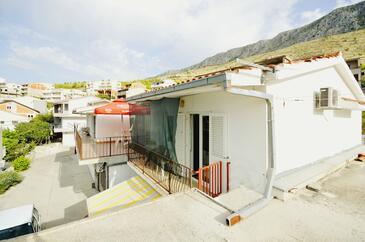 Dugi Rat, Omiš, Alloggio 11483 - Appartamenti affitto con la spiaggia ghiaiosa.