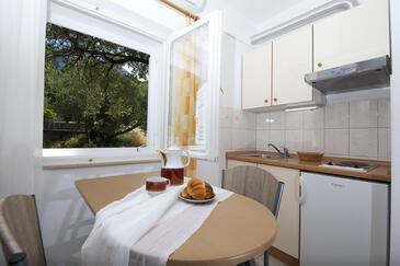 Tučepi, Sala da pranzo nell'alloggi del tipo studio-apartment, condizionatore disponibile e WiFi.