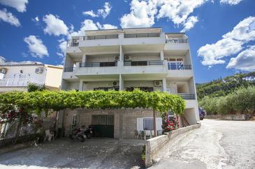 Tučepi, Makarska, Property 11486 - Apartments near sea with pebble beach.