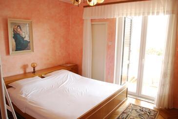 Pag, Ložnice v ubytování typu room, domácí mazlíčci povoleni a WiFi.