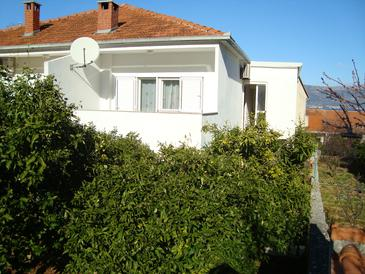 Slatine, Čiovo, Property 11493 - Apartments with pebble beach.