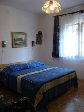 Komiža, Bedroom in the room.