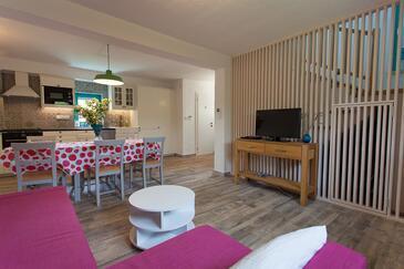 Kornić, Camera de zi în unitate de cazare tip house, aer condiționat disponibil şi WiFi.
