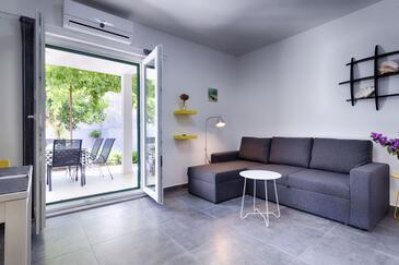 Komiža, Obývací pokoj v ubytování typu apartment, s klimatizací a WiFi.